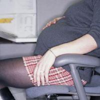 Как правильно сидеть беременной женщине