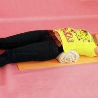 Японское упражнение для спины с валиком