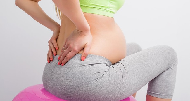К появлению болей в копчике при беременности